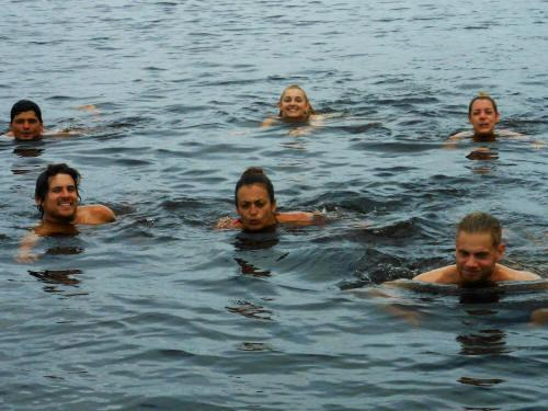 VACACIONES EN ECUADOR: Taking a plunge in Lagarto Cocha lakes.