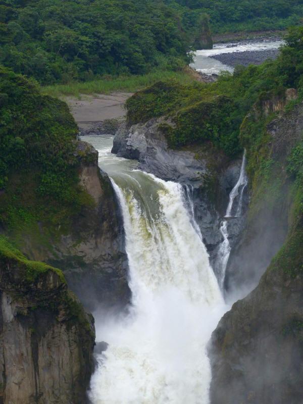 ¿HOW GET TO THE SAN RAFAEL FALLS, ECUADOR?: Upper falls of the San Rafael Waterfall.