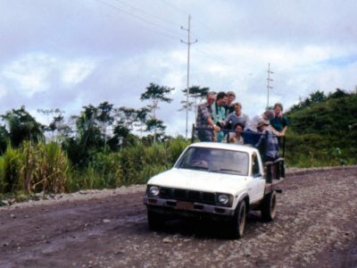 BEDREIGINGEN VAN HET AMAZONEGEBIED VAN ECUADOR: Adventurous ride on the first ecotour to Cuyabeno in 1986.