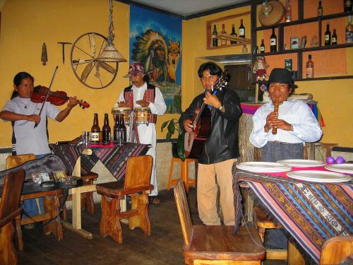 TOP 10 TOURIST ATTRACTIONS ECUADOR: Andean Musico group in Otovalo