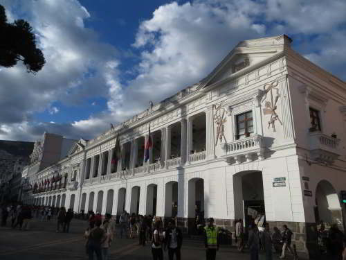 BEZIENSWAARDIGHEDEN QUITO: Archbishop's Palace on Plaza Grand