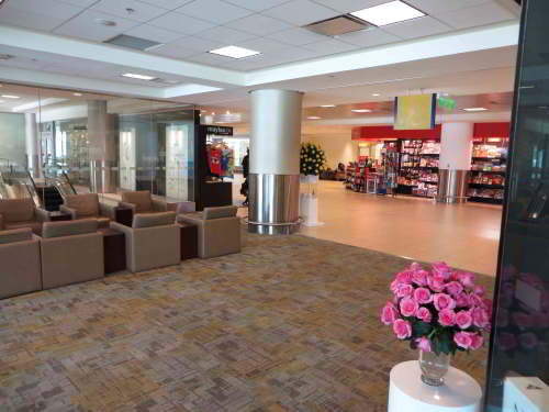 BEZIENSWAARDIGHEDEN QUITO: The new Quito Mariscal Sucre Airport shopping areal