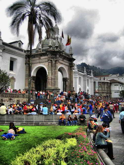 KLIMA QUITO ECUADOR: Nachmittags Wolken in Quito
