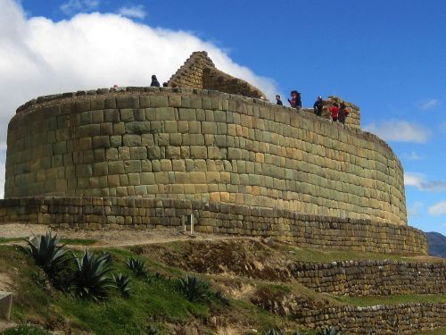 TOP 100 INTERESTING FACTS ABOUT ECUADOR: Ingapirca Temple of the Sun with inca walls