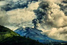ECUADOR ANDES TREKKING TOUR [TREK TO 10 NATIONAL PARKS]: Tunguragua eruption