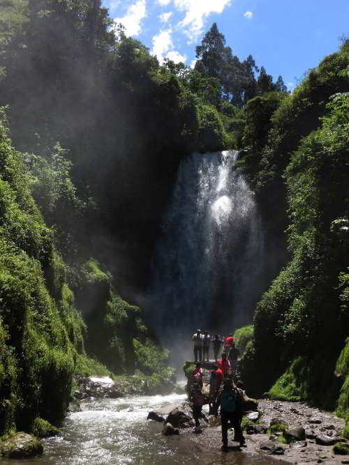 CORDILLÈRE DES ANDES, ÉQUATEUR [CIRCUITS ANDINES]: Peguche Water Fall seen on Ecuador Andes Treks.